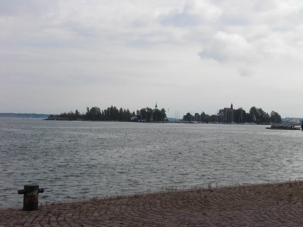 view to valkosaari