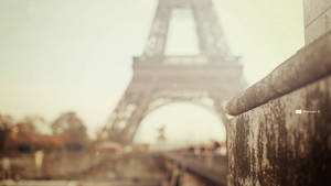 Windows 8 - Eiffel Tower Blurred by NoFearl