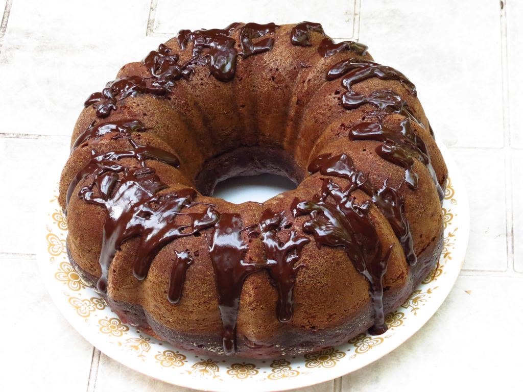Chocolate Banana Cake by Kitteh-Pawz