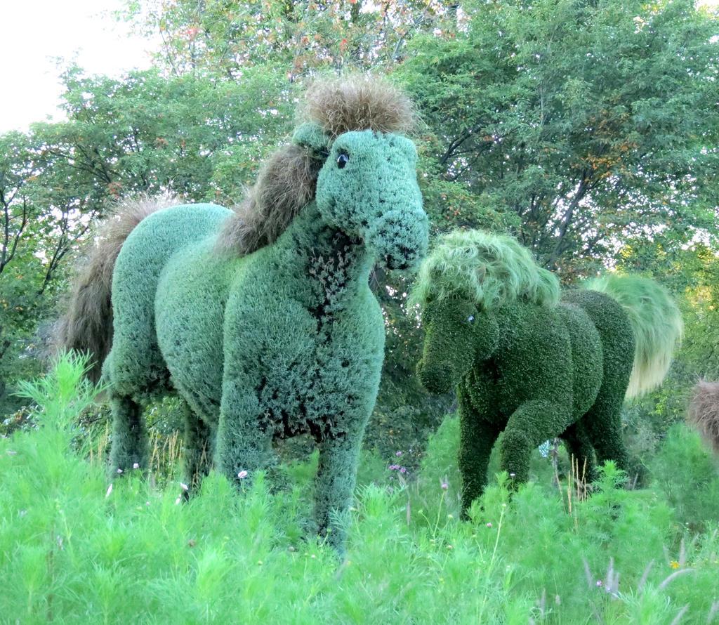 Mosaic Living Sculpture - Running Wild Horses by Kitteh-Pawz