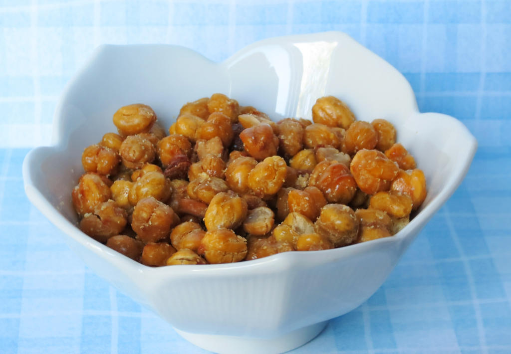 Crispy Roasted Chickpeas by Kitteh-Pawz