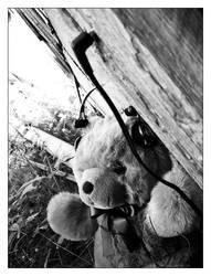 Teddy Listen by betong