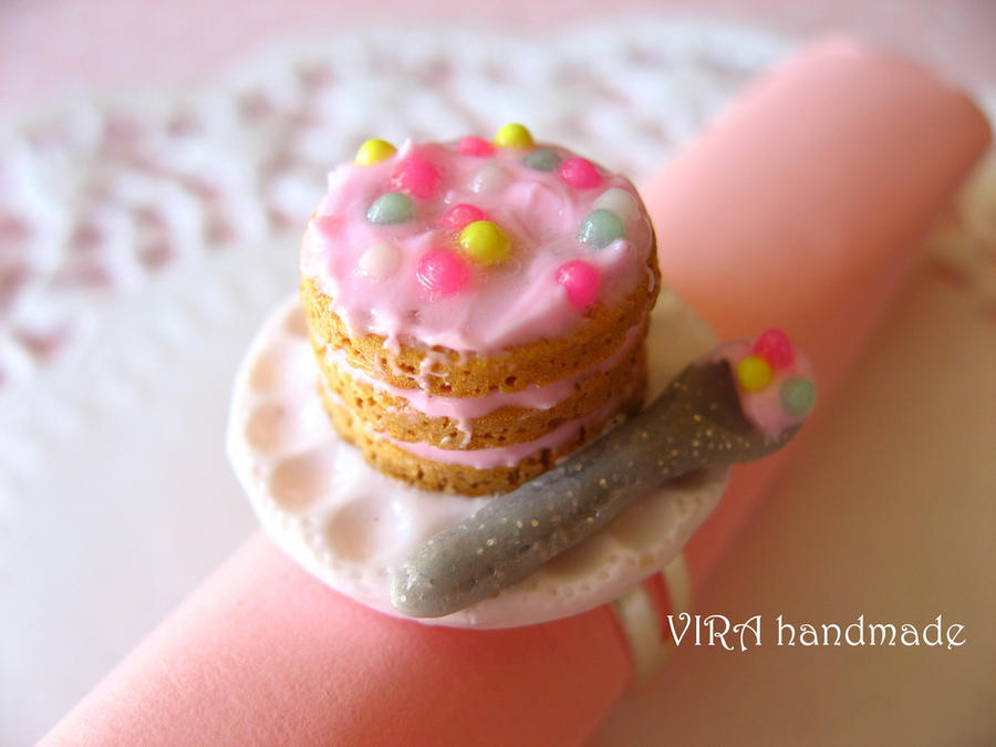 Kawaii cake with a spoon ring by virahandmade