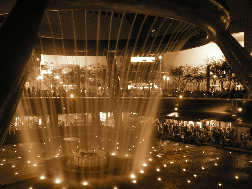 Suntec City Fountain of Wealth by Ronny-Tan