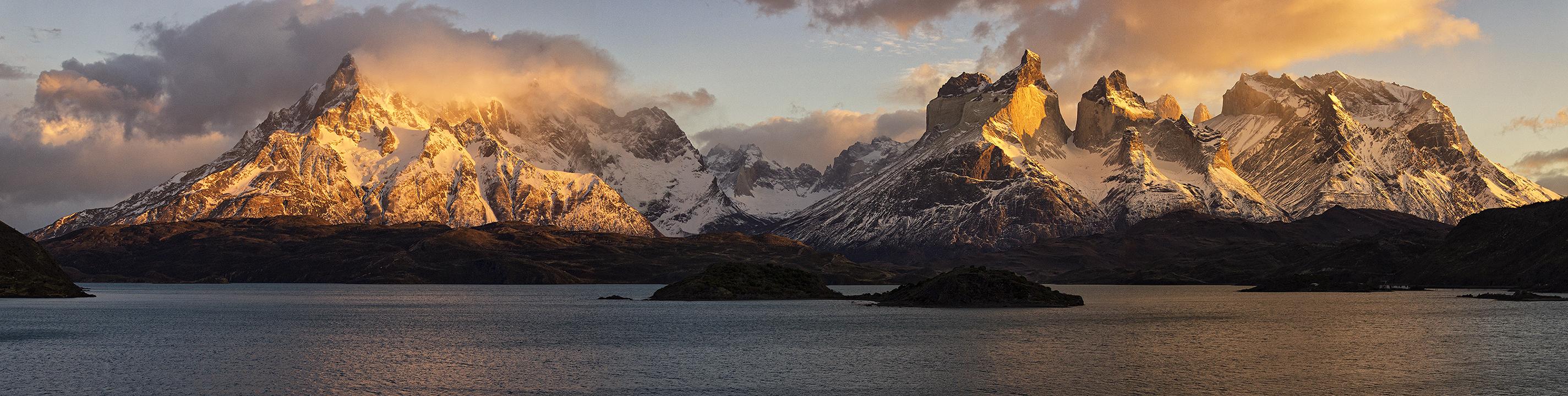 Macizo del Paine by ADeliriumTrigger
