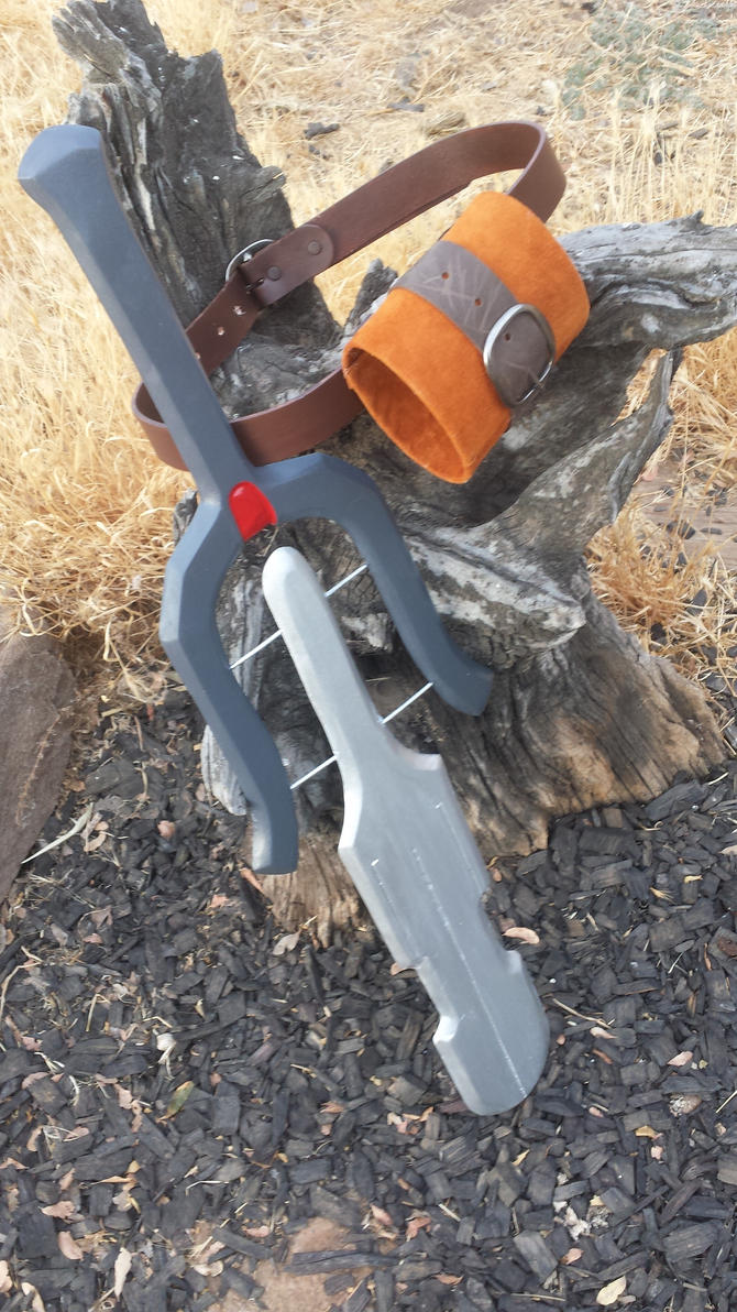 Key to Lordelai Sword With Sheath by meanlilkitty