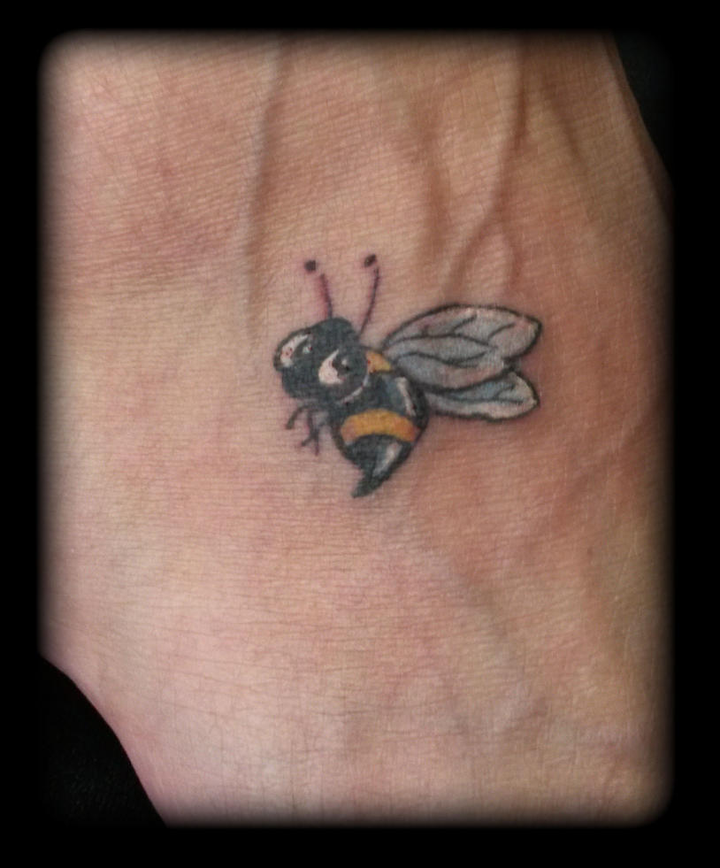 Bee by state-of-art-tattoo