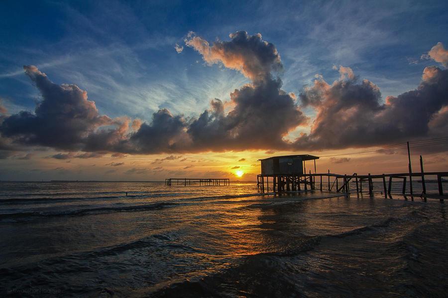 Breaking Dawn by Izwanshah