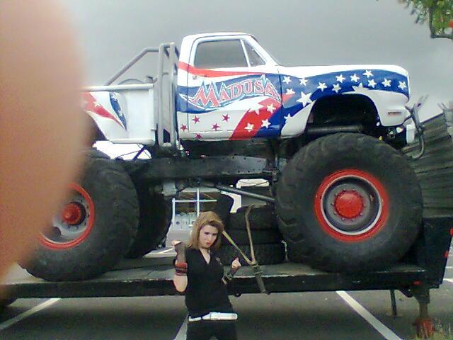 Ausmalbild Madusa Monster Truck: Me With Madusa Monstertruck By Cin-DxBizarre On DeviantArt