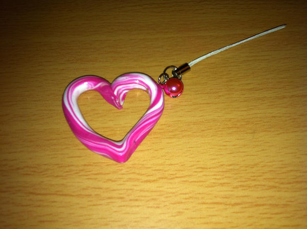 [Image: heart_swirl_cellphone_strap_by_sakurablo...623qod.jpg]