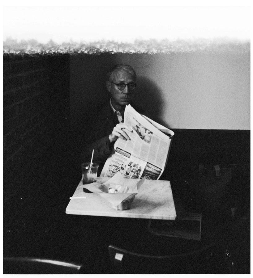 uomo con giornale by Aglaja-hall