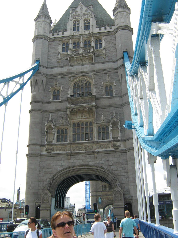 Tower Bridge 2 by Eszies-Eszie