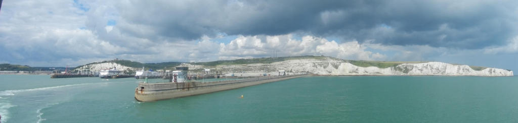 Coast of Dover by Eszies-Eszie