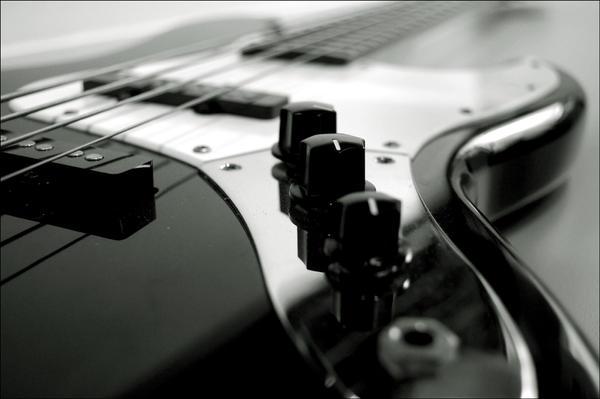 http://fc09.deviantart.net/fs15/i/2007/064/b/9/Bass_guitar_by_1dietcoke.jpg