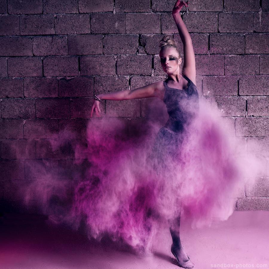 She's dancing by Maegondo