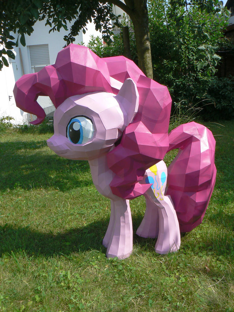 Pinkie papercraft in the garden by Znegil