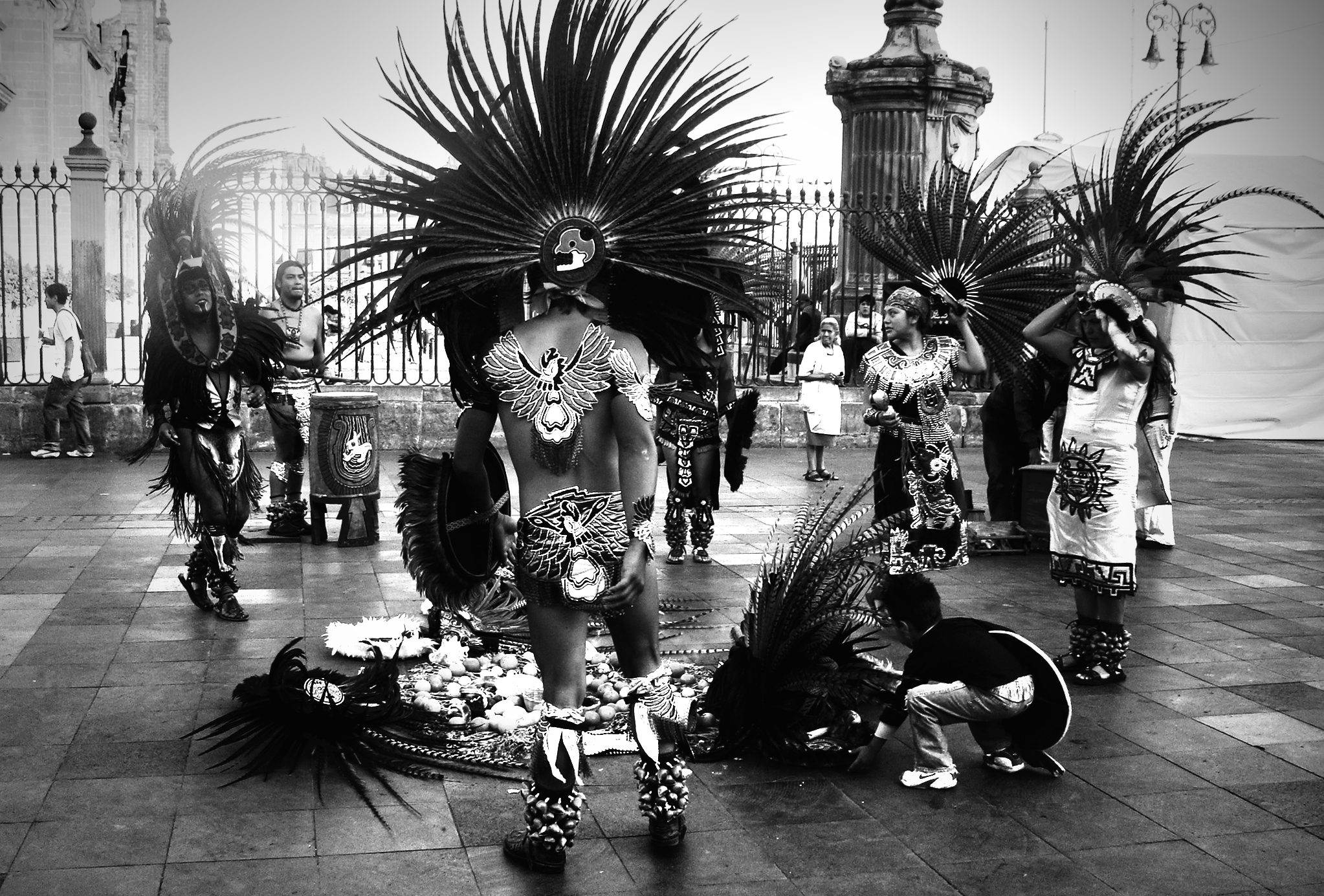 Danzantes del zocalo en blanco y negro by jazzypao on for Zocalo blanco