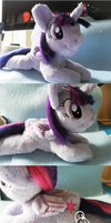 New teeny Twi by Whyte-Raven