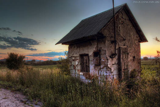 alone house HDR