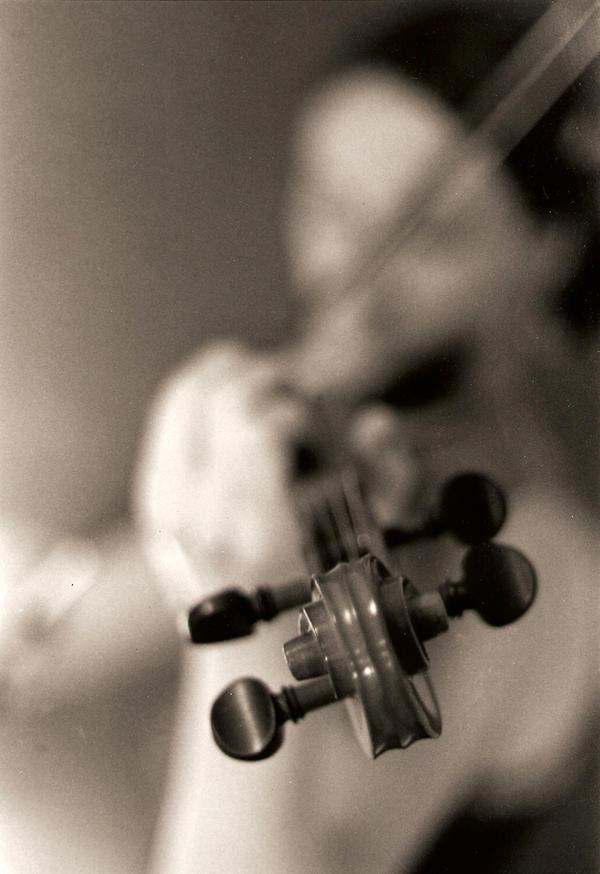 Violin by SubterraneanFlames