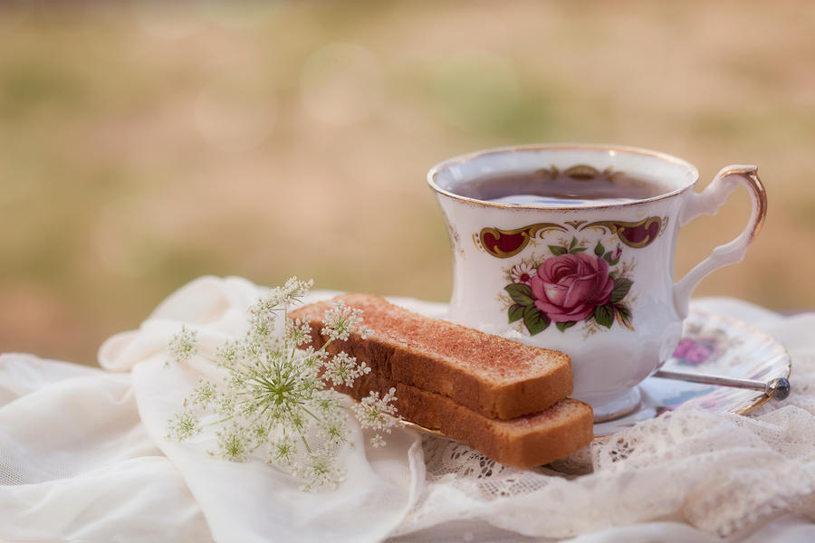 Grandma's tea by SarahharaS1