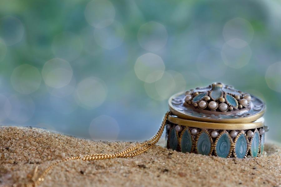 Tiny treasure by SarahharaS1