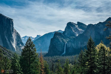 Yosemite Falls by varunabhiram