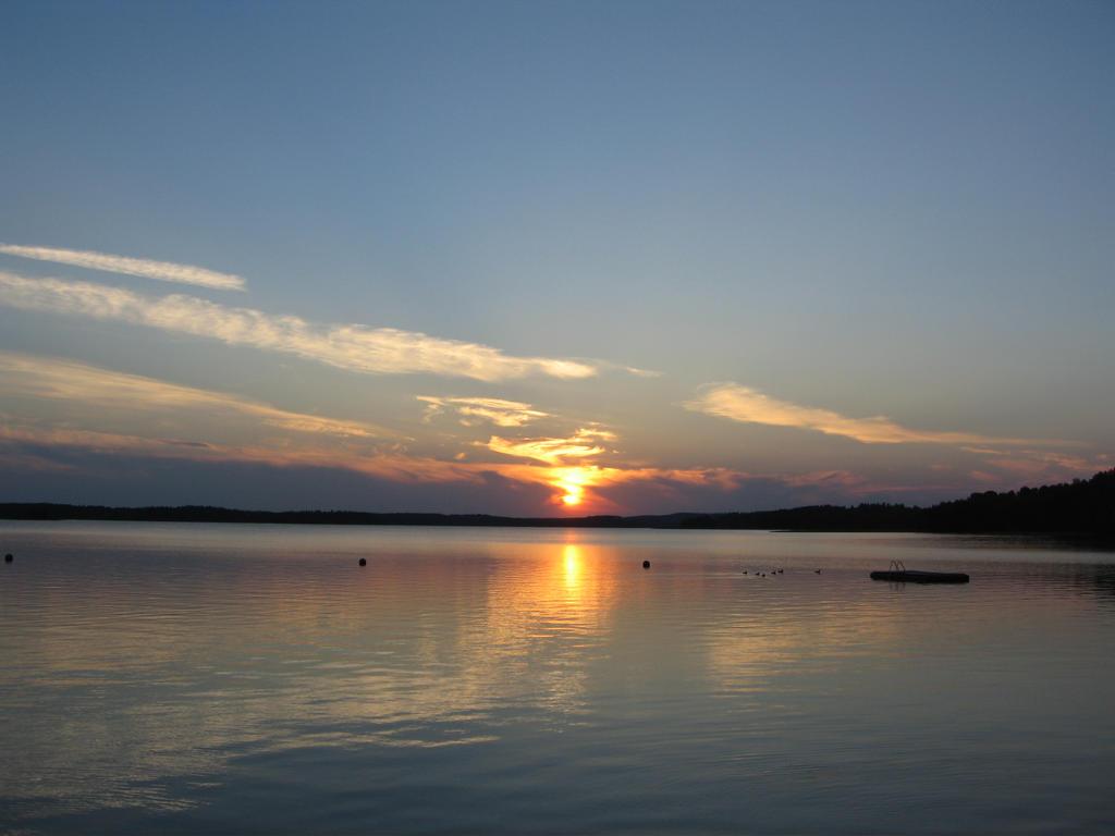 Sweet shades of dusk by Reiska