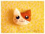 Kitten felt brooch