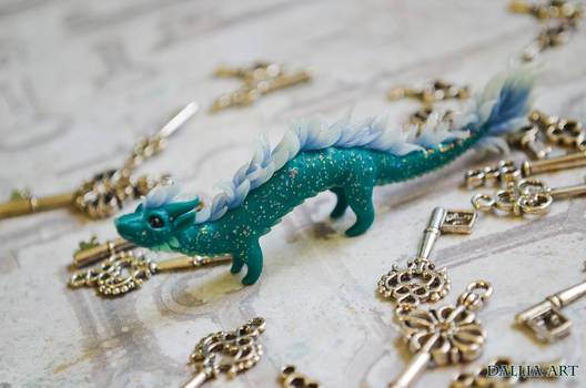 Miniature figurine eastern dragon