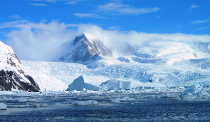 Antarctic landscape by Serendith