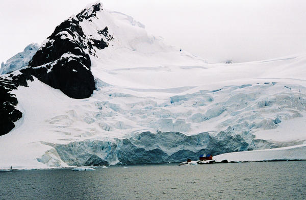 Antarctic Argentine base by Serendith