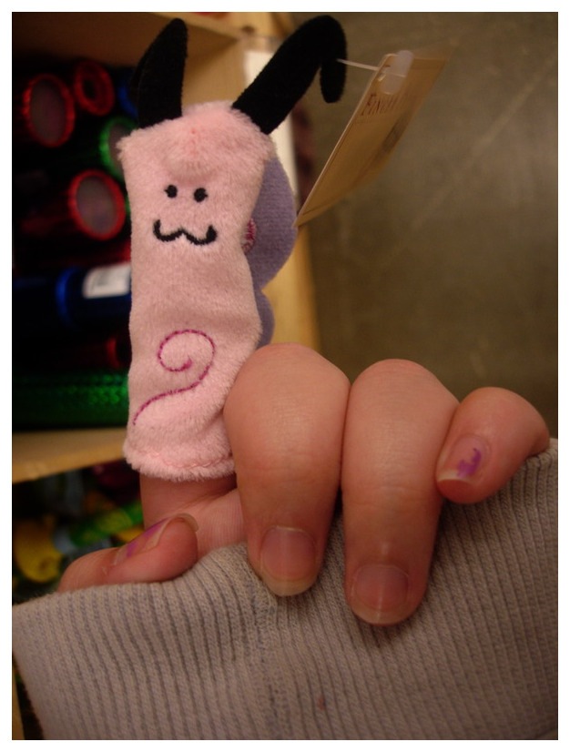 The Finger Puppet by kezzoXrawks