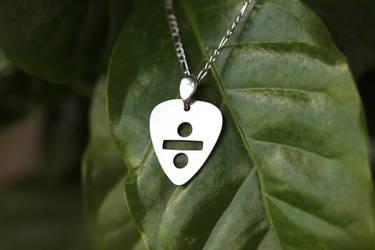Divide pick necklace