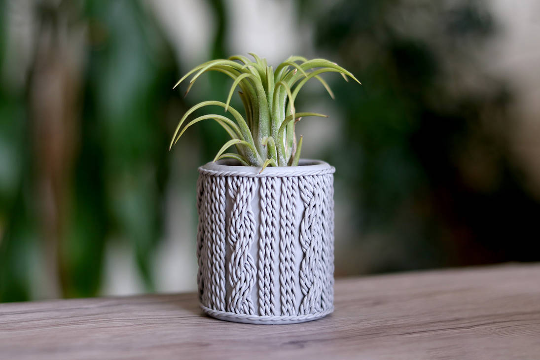 Knitted Flower Pot Cover (Free Tutorial)