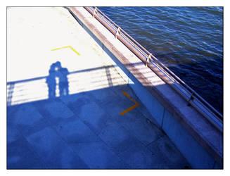 kissing over the bridge by livzlp