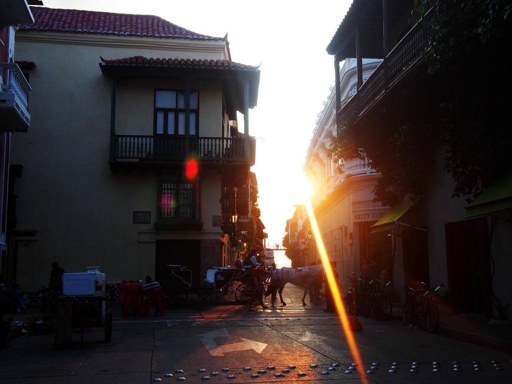 Twilight Streets by DuhAvatarSensation