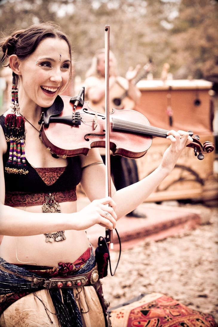 Happy Fiddler by soulshutter