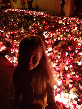 Little angel in the sea of the candles