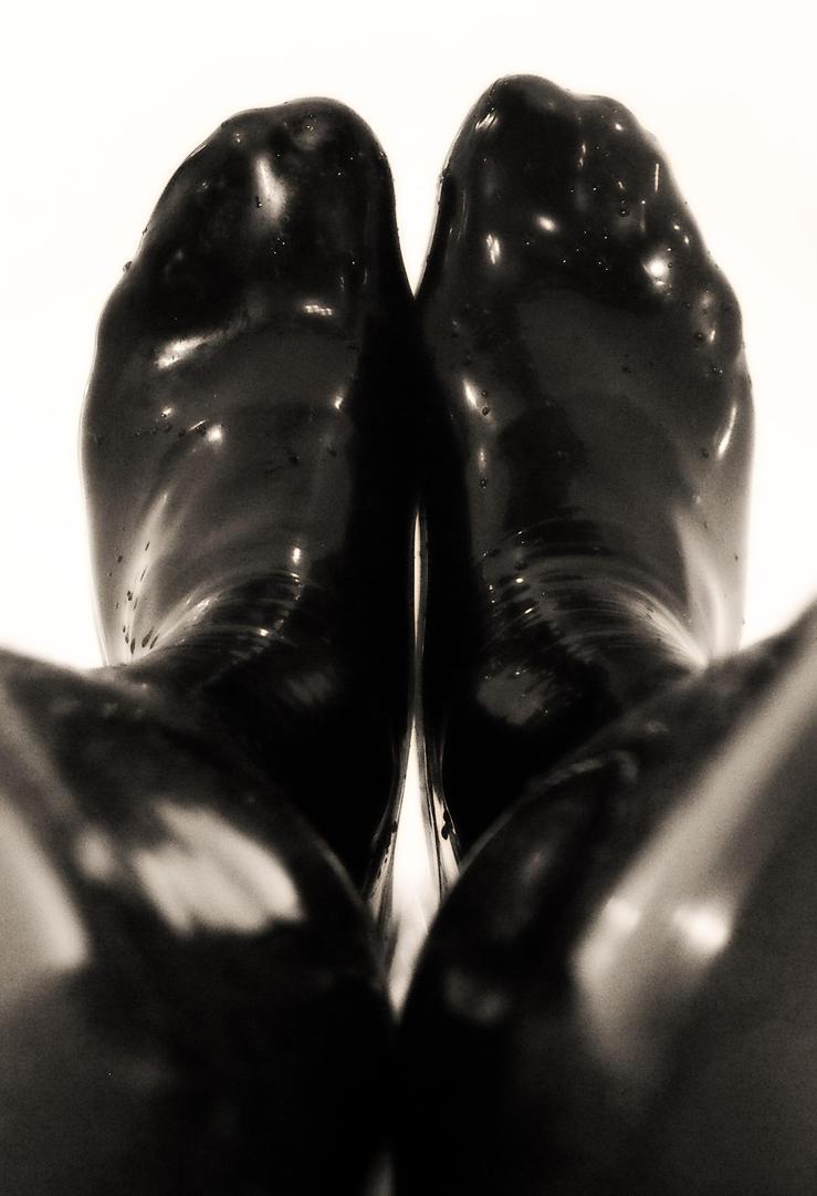 latex feet by shiny6
