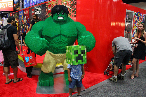 Huge Lego Hulk @ Comic Con 2012 by ict1099