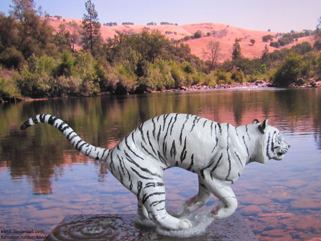 Running Tiger by Kivuli