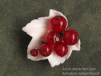 Red currant brooch by Kivuli