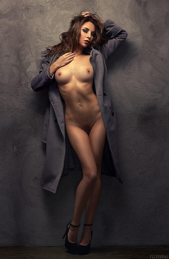 девушки голые фото в студии