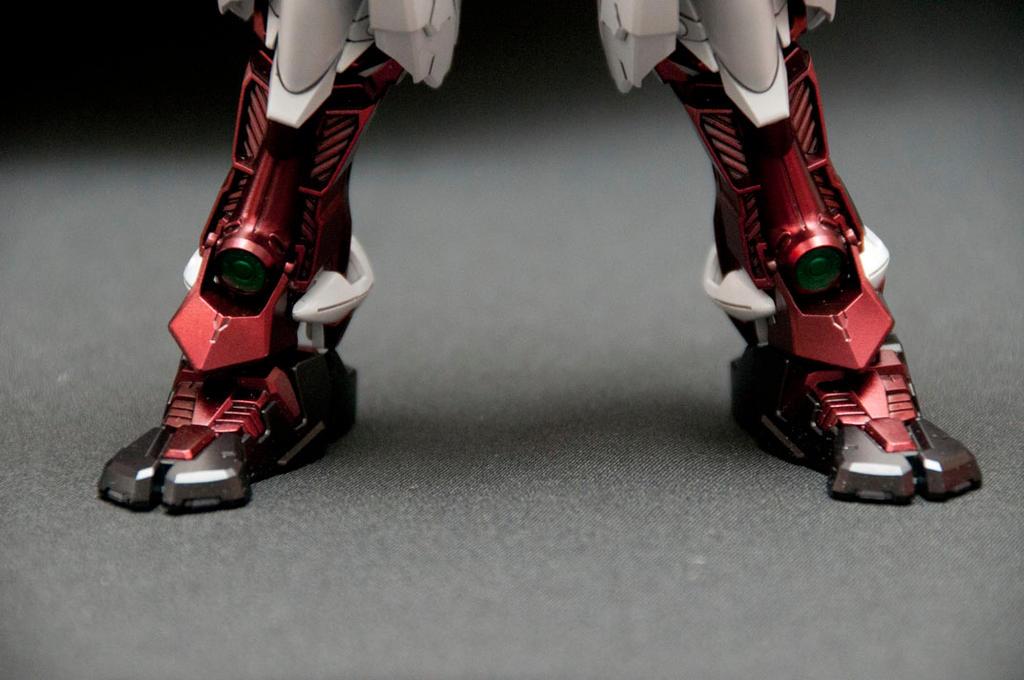 Bandai 1/100 MG Sengoku Astray Gundam by psychodynamix
