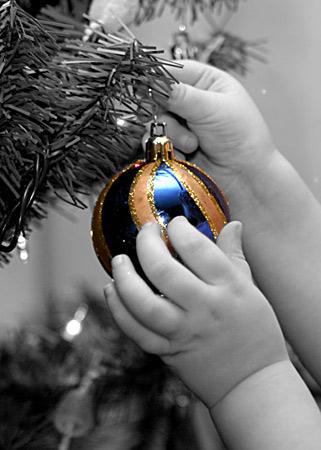 Razbijemo monotoniju bojom Oh_Christmas_Tree_by_deathbycanon