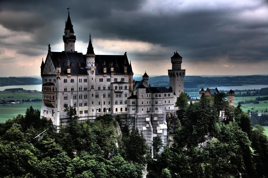 Schloss Neuschwanstein - HDR by hellslord