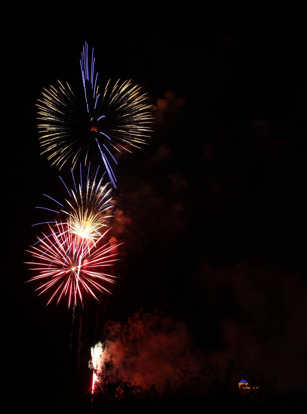 Fireworks 9046 by Mammoth-Hunter