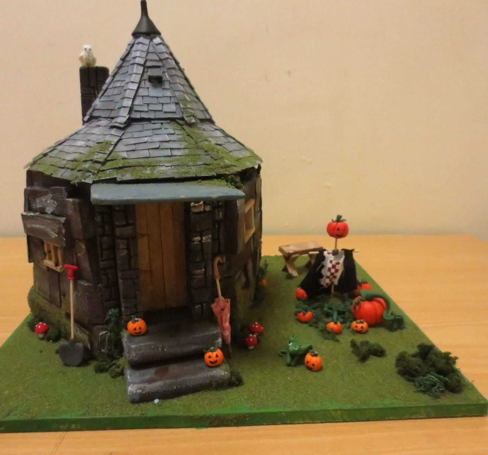 Hagrid 39 s hut model by b3ttsy on deviantart What house was hagrid in