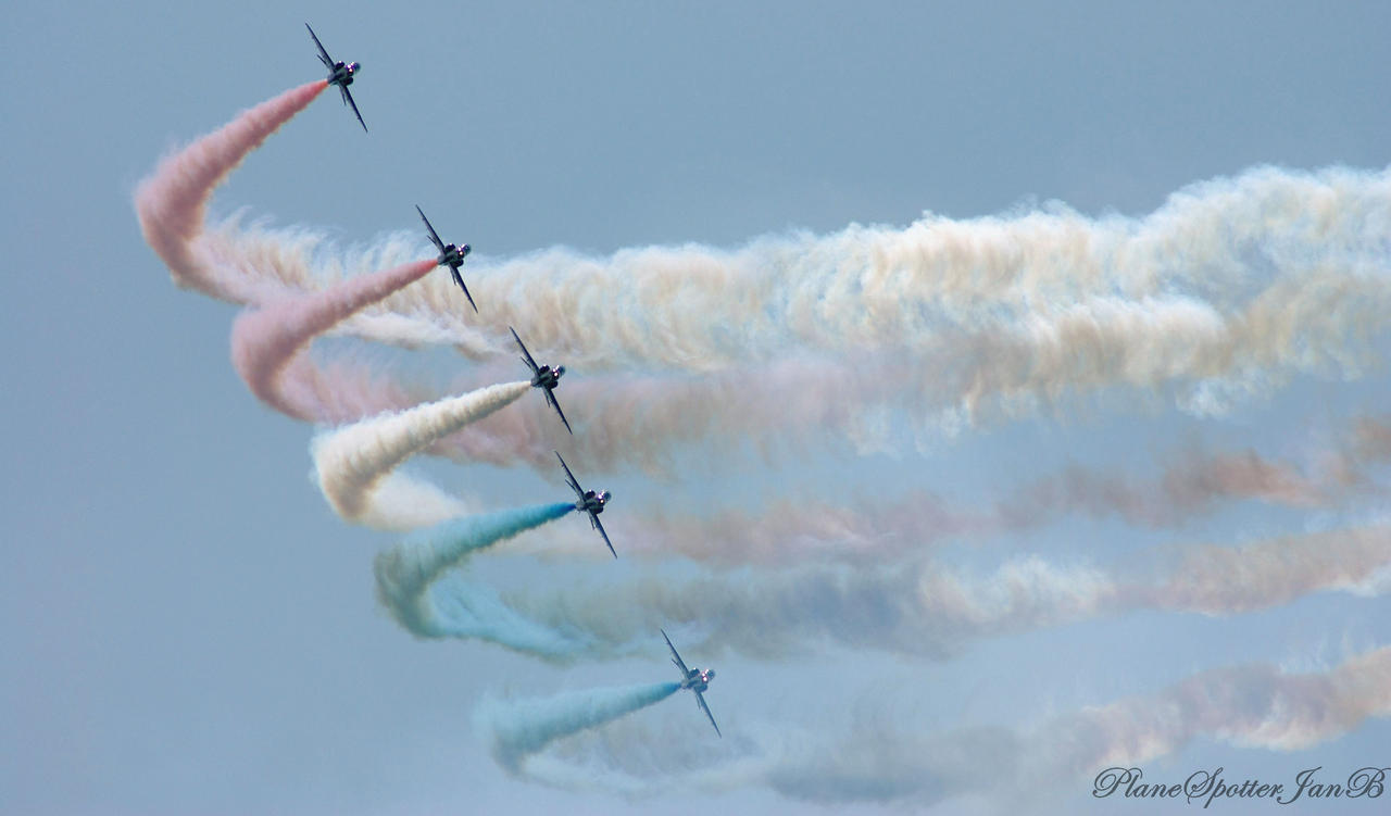 Red Arrows by PlaneSpotterJanB